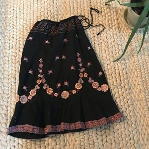 SALE 💫 Retro Betsy Johnson embroidered skirt